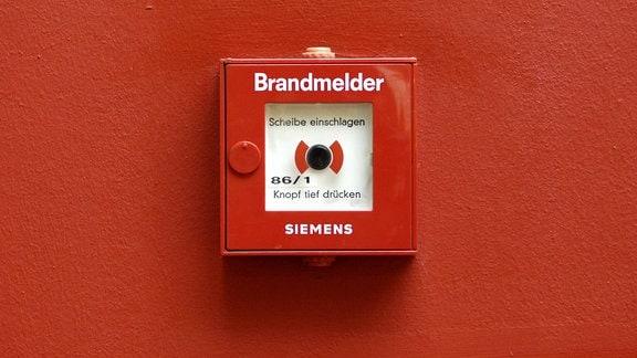 Ein Brandmelder (Alarmknopf)