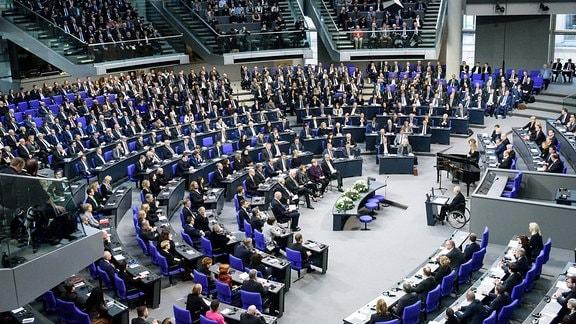 Plenarsaal während der Gedenkveranstaltung für die Opfer des Nationalsozialismus im deutschen Bundestag