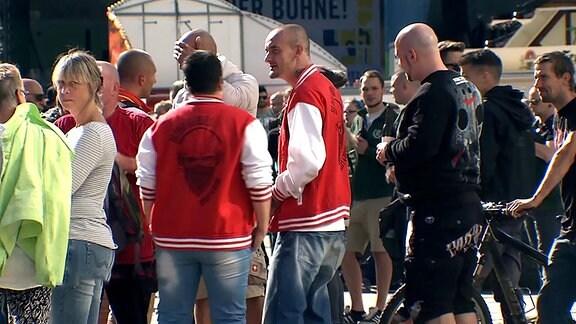 Aufmarsch Chemnitzer Ultras nach einem Facebookaufruf