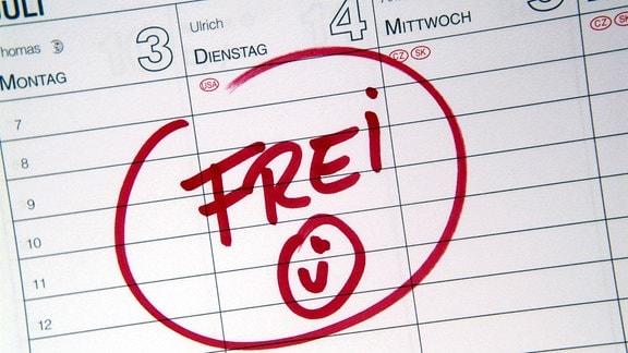 Frei - Schriftzug und Smiley in einem Terminkalender.