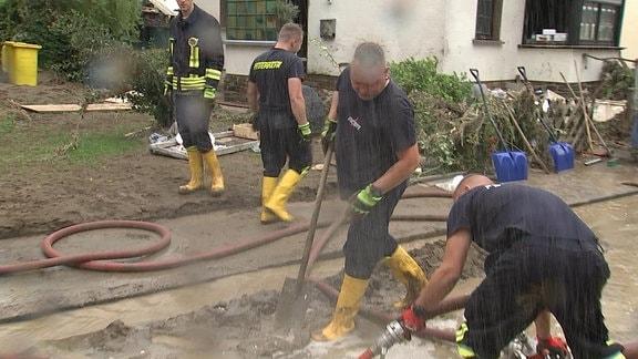 Feuerwehrleute aus Grimma helfen in Ahrweiler