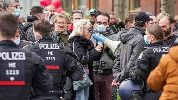 Polizei im Einsatz auf einer Querdenken Demonstration