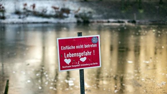 Zugefrorene Seen - Vorsicht vor zu dünnem Eis