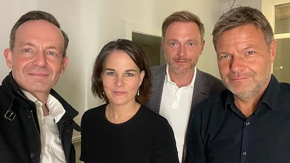 FDP-Generalsekretär Volker Wissing, Grünen-Vorsitzende Annalena Baerbock, FDP-Vorsitzender Christian Lindner und Grünen-Vorsitzender Robert Habeck (v.l.n.r.)