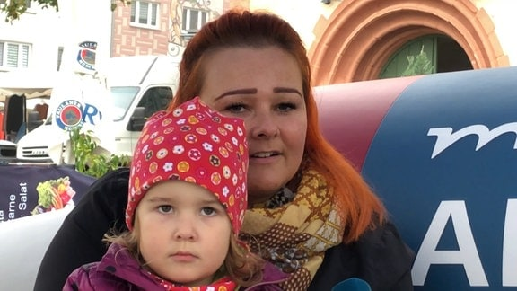 Tina Hollmann mit Tochter auf dem MDR-AKTUELL-Sofa in Sömmerda