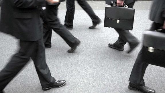 Geschäftsmänner mit Aktentasche