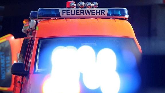 Blaulicht auf einem Einsatzfahrzeug der Feuerwehr