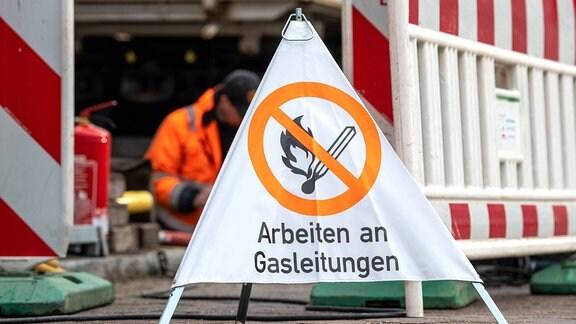 Gefahrenzeichen Arbeiten an Gasleitungen an einer Baustelle