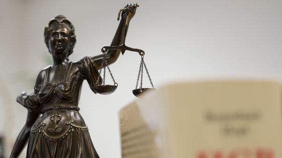 Die Statue Justitia im Amtsgericht