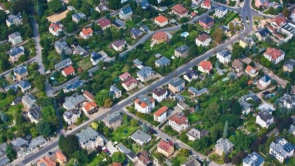 Wohnhäuser stehen 2010 in Radebeul bei Dresden.