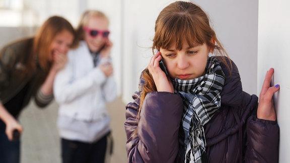 Hilfe-Hotlines für Schüler und Eltern