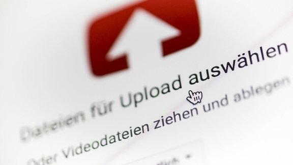 Mauszeiger wählt einen Upload bei YouTube aus.