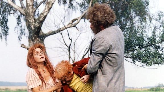 """Katja Paryla (Hexe), Siegfried Seibt (Rumpelstilzchen) Stefan Lisewski (Riese) in der Serie """"Spuk unterm Riesenrad""""."""