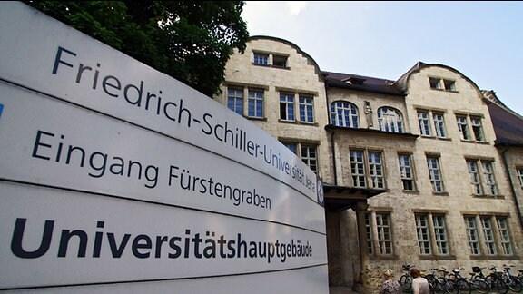 Ansicht des Hauptgebäudes der FSU vom Löbdergraben.