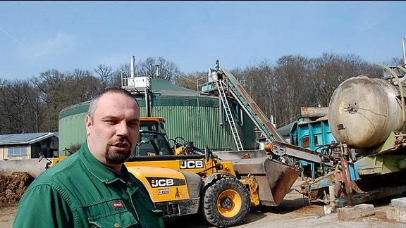 Landwirt Torsten Krawczyk aus Westewitz vor seiner Biogasanlage