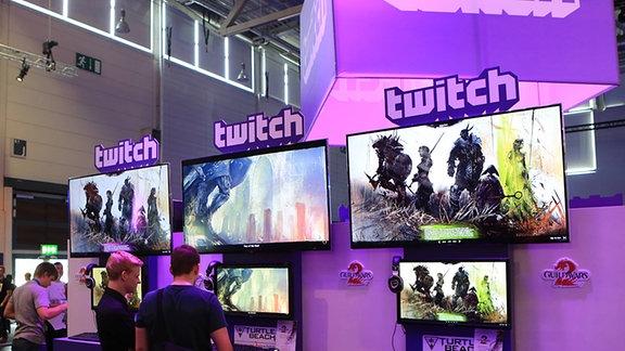 Eröffnungstag der gamescom 2014 auf dem Messegelände in Köln-Deutz Stand und Präsentation des Internet-Unternehmens und Video-Portal twitch auf der gamescom 2014 in Köln.