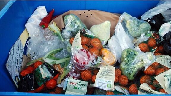 Lebensmittel in einem Supermarktcontainer