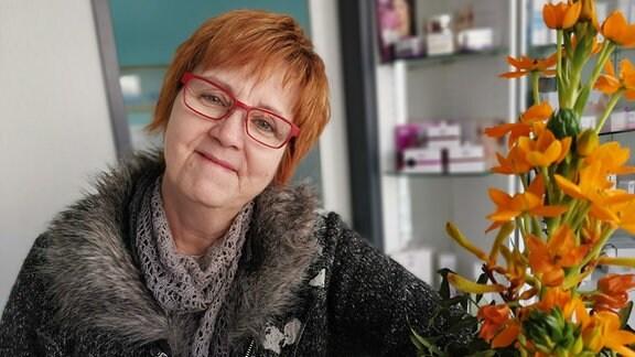 Kosmetikerin Beate Hertes in ihrem Studio in Leipzig