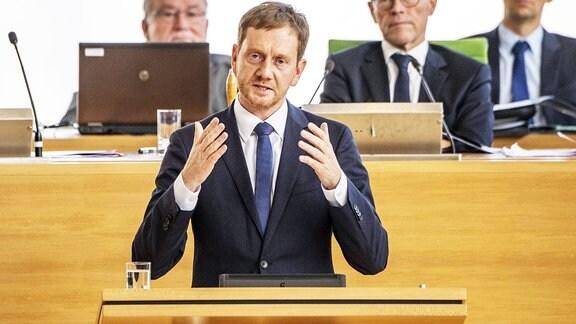 Der sächsische Ministerpräsident Michael Kretschmer spricht im Sächsischen Landtag in Dresden.