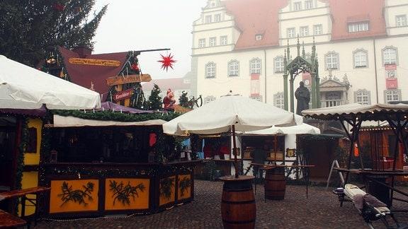 Das Luther-Standbild auf dem Wittenberger Weihnachtsmarkt