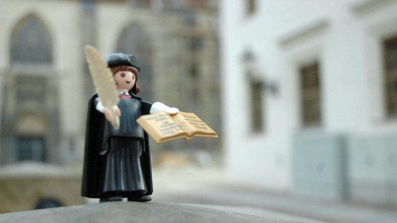 Playmobil-Sonderfigur Martin Luther zum 500. Jahrestag der Reformation im Jahr 2017.
