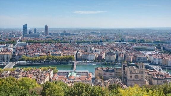 Stadtansicht von Lyon mit Basilika