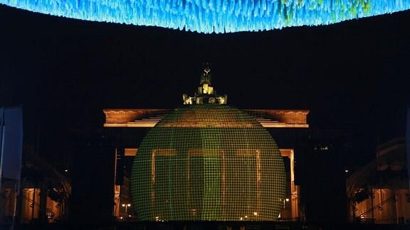5.11. 2019 Berlin Installation Visions in Motion des Künstlers Patrick Shearn zum 30. Jahrestag des Mauerfalls.