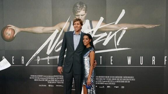 """Basketballstar Dirk Nowitzki mit Frau Jessica 2014 bei der Premiere des Kinofilms """"Nowitzki"""""""