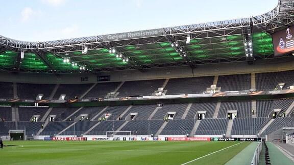 Die Leere Nordkurve im Borussia Park.