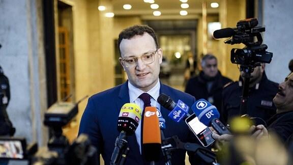 Statement von Bundesgesundheitsminister Jens Spahn, CDU, in Rom nach einem Krisentreffen von Gesundheitsministern aus Mitteleuropa.