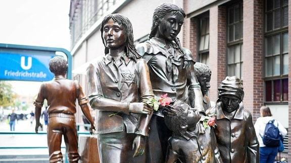 Denkmal zur Erinnerung an Kindertransporte.
