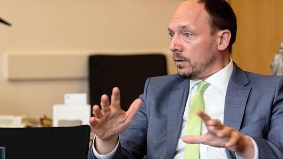 CDU-Bundestagsabgeordneter und Ostbeauftragter der Bundesregierung Marco Wanderwitz im Gespräch mit dem Tagesspiegel in seinem Abgeordneten-Büro.