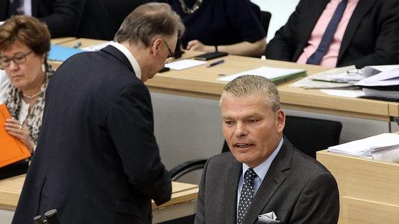 Innenminister Holger Stahlknecht (CDU,Sachsen Anhalt) im Hintergrund Ministerpräsident Dr. Reiner Haseloff (CDU,Sachsen Anhalt)