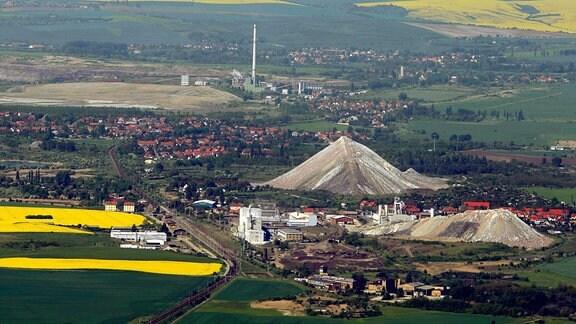Abraum-Berge der GTS Grube Teutschenthal AG