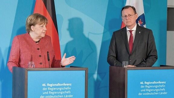 Bundeskanzlerin Angela Merkel, CDU, und Bodo Ramelow ,Linke, bei einer gemeinsamen Pressekonferenz.