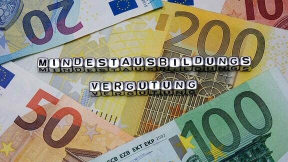 Das Wort Mindestausbildungsvergütung auf Geldscheinen