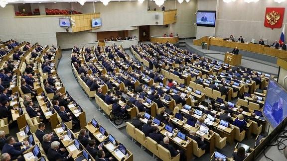 Michail Mischustin hält eine Rede vor der Duma