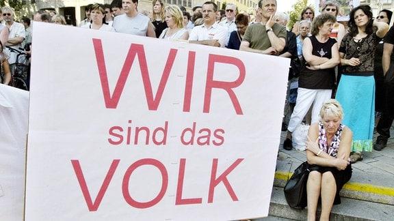 Wir sind das Volk - Schriftzug auf einem Plakat anlässlich einer Demonstration 2004