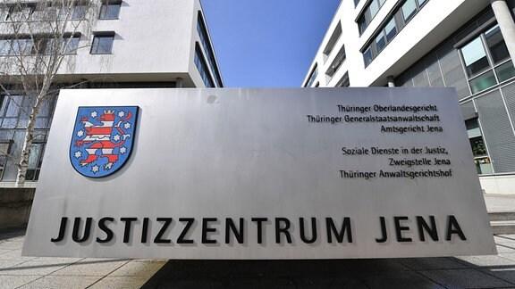 Der Eingang zum Justizzentrum Jena