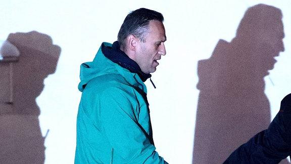 Alexei Navalny in Handschellen