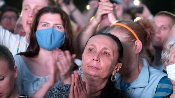 Menschen applaudieren