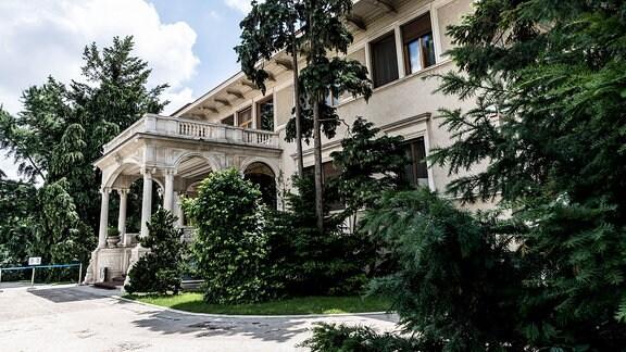 Villa von außen in Bukarest, in der das Diktatoren-Ehepaar 25 Jahre lang lebte.