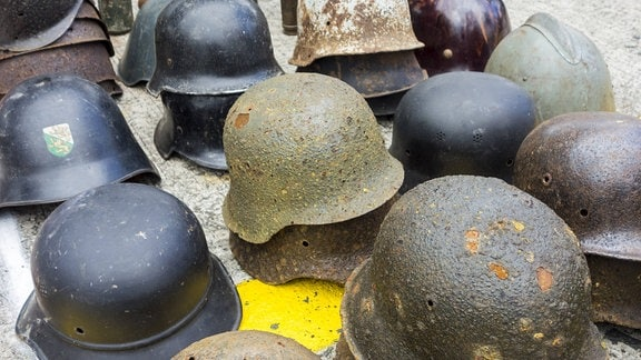 Deutsche Stahlhelme aus dem II. Weltkrieg