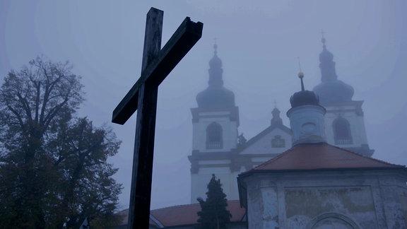 Wallfahrtskirche Mariánské Radčice im Nebel