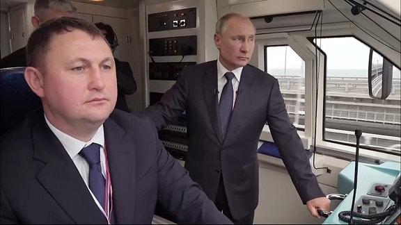 Putin bei Einweihung der Krim-Brücke für Zugverkehr