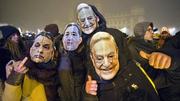 Demonstration der Opposition und der Studenten gegen das von der Fidesz-Regierung eingebrachte Sklavengesetz.