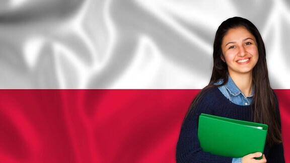Lächelnde Studentin vor polnischer Flagge