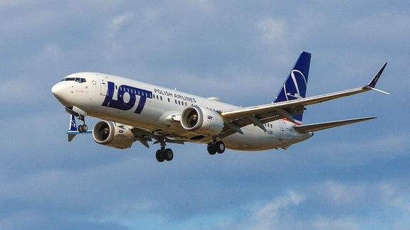 Eine Boeing 737-8 MAX der LOT
