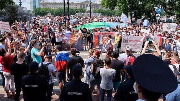 Menschen demonstrieren in Khabarovsk
