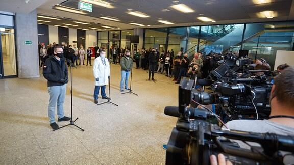 Polens Ministerpräsident Morawiecki im Nationalkrankenhaus